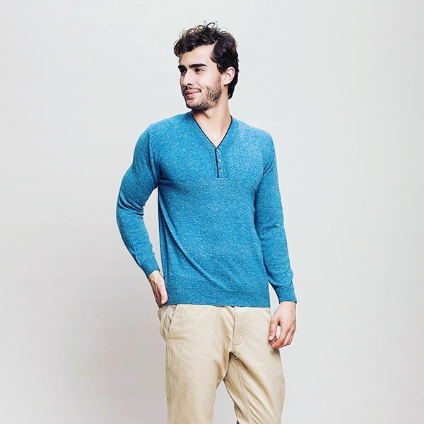 Ocean-blue shade, this beautiful cashmere sweater