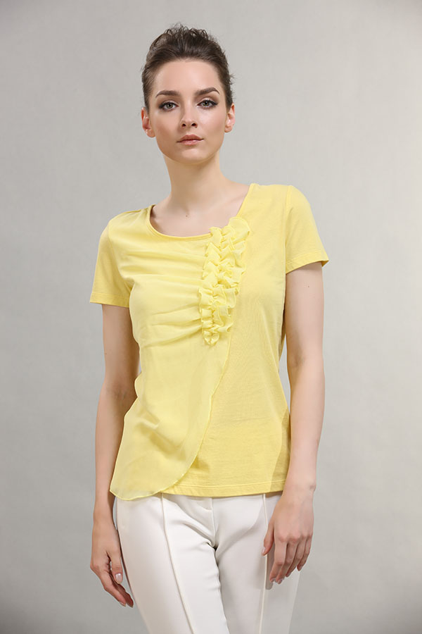 Scoop neck short sleeve cotton T shirt with fold flower on chest